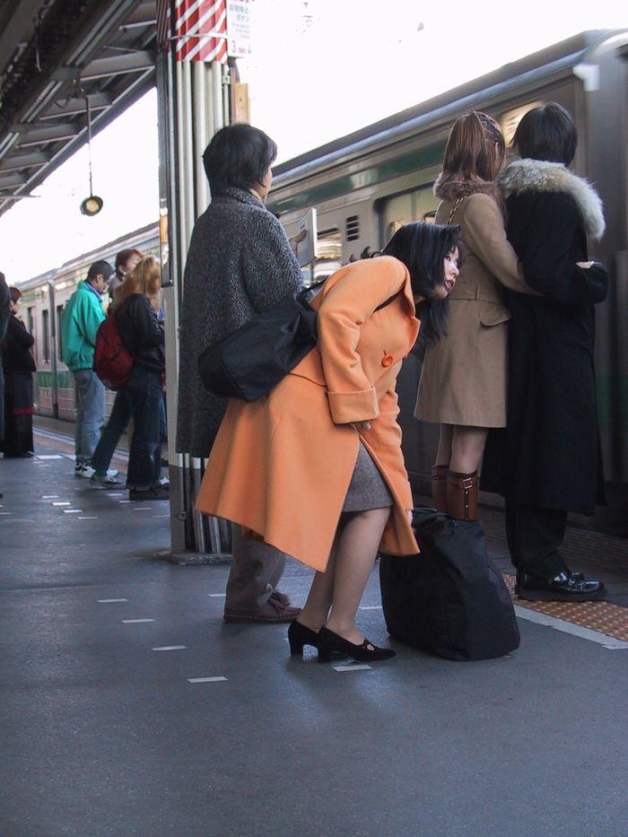 荷物いっぱい(新宿駅)
