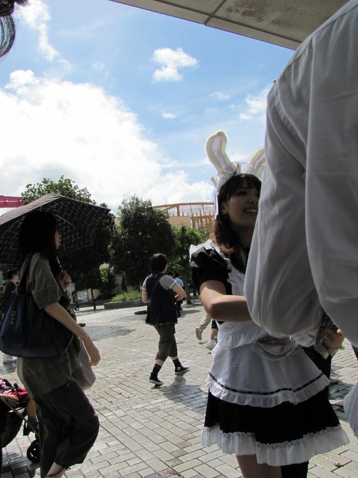 バニーメイド嬢ガールが出迎える東京ゲームショウ2011