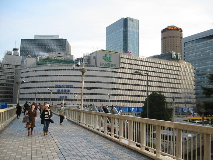2003年当時の大阪駅から見た阪神百貨店方面