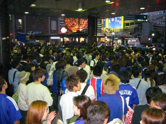 2002年当時の日本はこんなに活気に満ちあふれていた(横浜駅前)