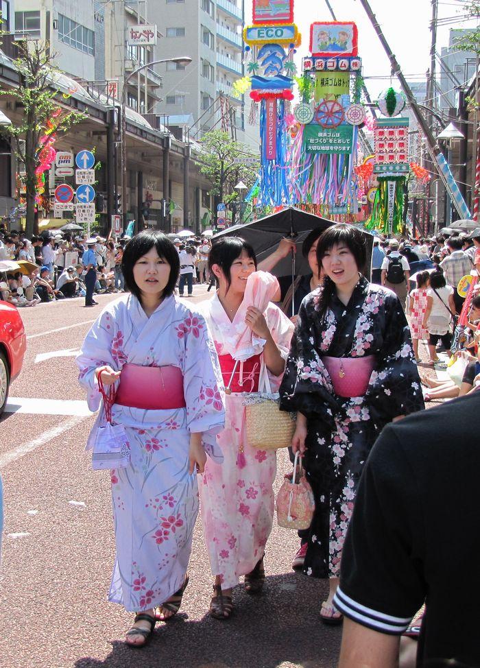 平塚七夕の湘南スターモールは、七夕飾りのメイン通り(平塚・東横イン前)