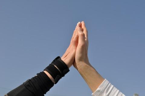 テニス肘で手首用サポーターを使うと治療効果が高い!