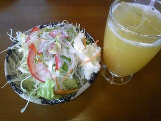 ロコセットのサラダ・パインジュース