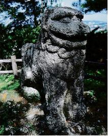 冨盛村の石シーサー
