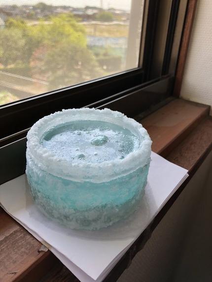 東南方位の窓額縁上に設置した一六神水