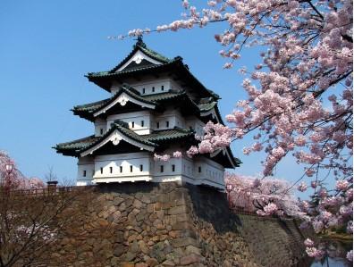 本来の位置にある弘前城