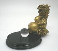 水晶を抱いた五本指の龍(胎内の水晶玉)