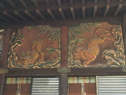 秩父神社南面を守護する虎
