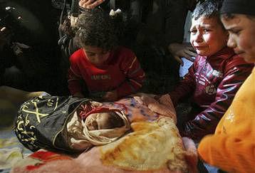 Gaza-children-mourn-dead-baby-1114121