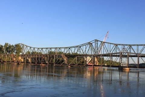 5アメリア・イアハート記念橋