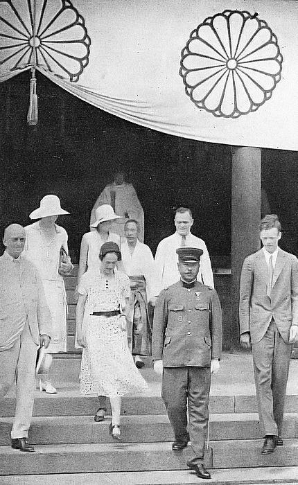 11靖国神社を訪問したリンドバーグ夫妻