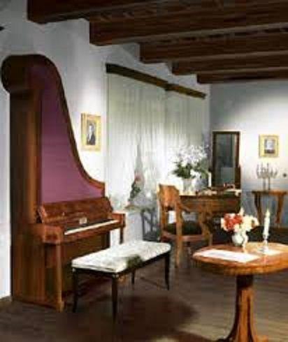 3ショパンの生家(博物館)114