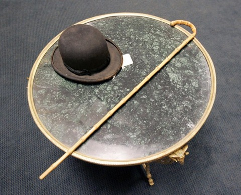 2チャップリンの帽子とステッキ102