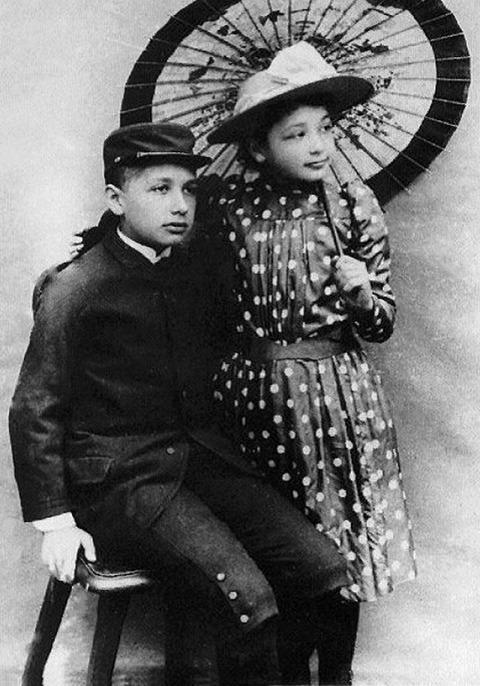 13妹マヤとアインシュタイン1893年