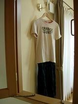 手仕事?刺繍のTシャツとブラックウォッチのスカート