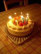 ろうそく7本のケーキ