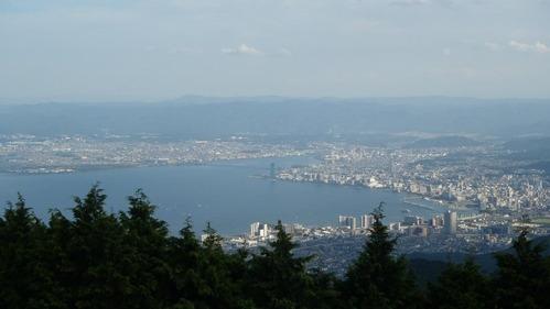 琵琶湖も見える