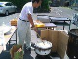丸亀市商工観光課の田川課長自らうどんを茹でてくれた