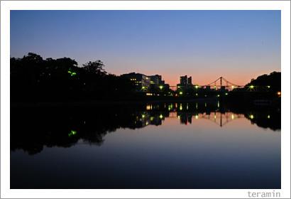暮れゆく空と川と街と1
