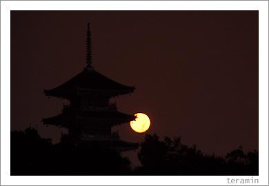 月と五重塔3