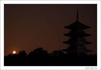 月と五重塔2