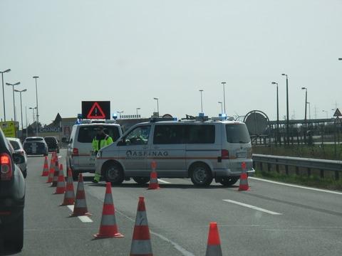 ハンガリー国境警察800pic