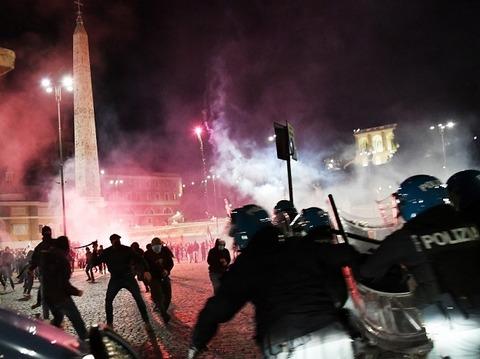 Nuova italia の暴力抗議10月24日からの週末650