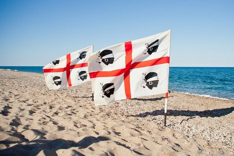 浜に津k立てられたムーア人の旗(有名画像)