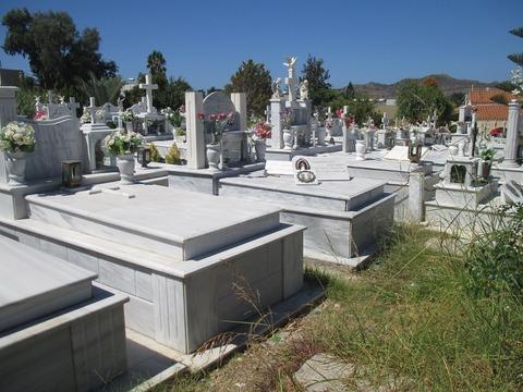 墓石群中ヒキ800pic