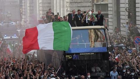 ローマでの優勝パレード650