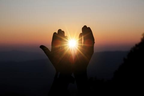 手中の太陽