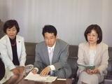 姫路市役所内で記者会見