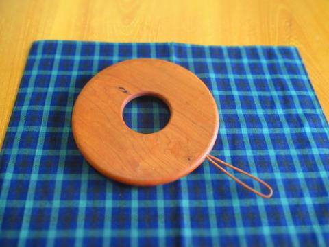 高橋工芸ベーグル鍋敷き2