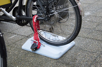 Meno-Cargo-Bike-parking-05-blue-lock