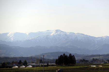 雪の残る飯豊連峰