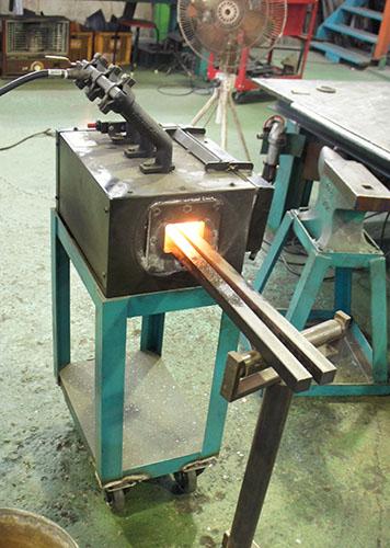 鉄を熱する
