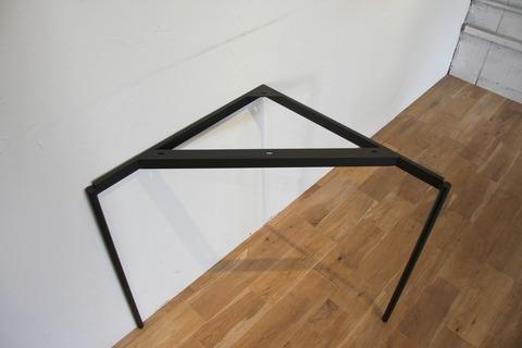 tas-12_detail03[steel leg shop] by tetsukurite