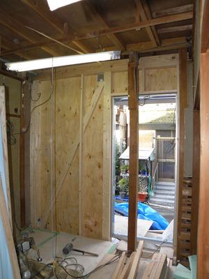 エントランス、耐震補強壁