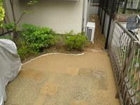 舗装の土、敷き均しコテ押さえ施工後