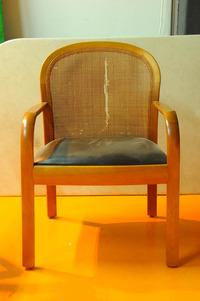 沼美保さん小椅子修理前(1)