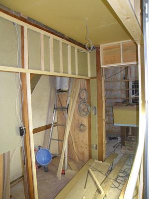 大工工事:階段下のキッチン