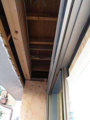 玄関庇の梁補強