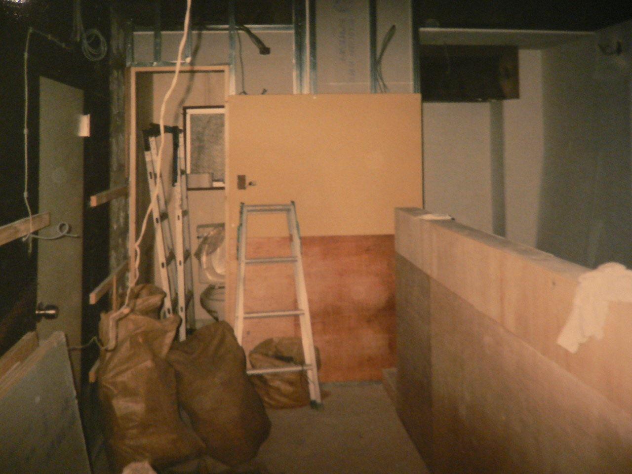 入り口〜カウンターの台部分