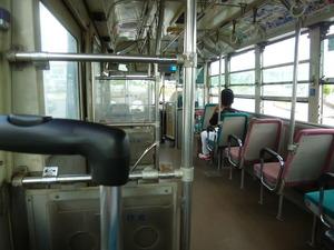 市内行バスは乗客二人
