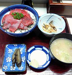 丸青食堂 まぐろ丼(800円)