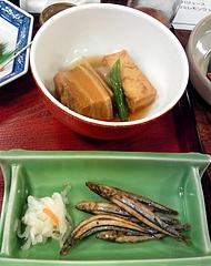 琉球料理と琉球舞踊 四つ竹@国際通り店 らふてー、きびなご