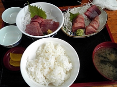 小川港魚河岸食堂 まぐろ定食(800円)+かつお刺身(550円)