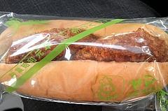 ヤマグチ製菓舗 西芝店 メンチカツパン(137円)