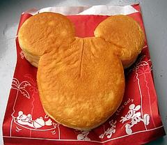 パン・ギャラクティック・ピザ・ポート キッズセットについてくるミッキーのジャムパン