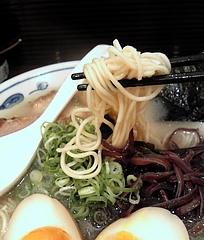 とんこつらーめん 一心@御茶ノ水店 一心とんこつらーめん ホタテ塩味 麺